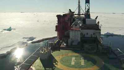 L'ancien navire Astrolabe arrêté par la banquise