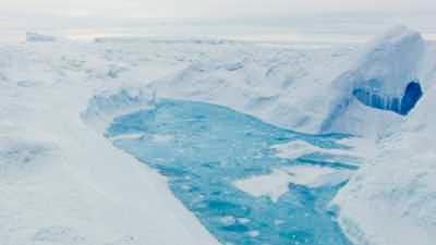 Chaos de glace et de lacs d'eau glaciaire