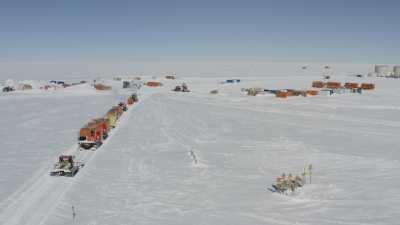 Le convoi de ravitaillement arrive à la station Concordia après 10 jours de traversée du continent Antarctique