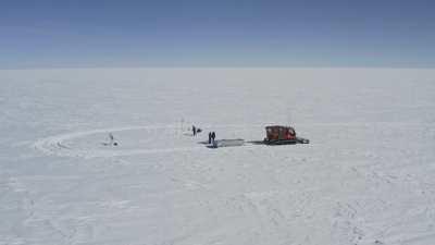 Expédition scientifique d'une journée à 25 kilomètres de la station