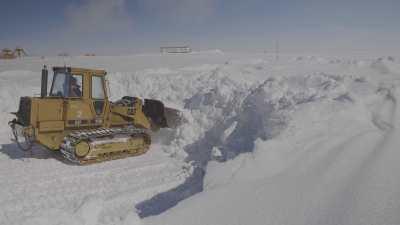 Prélèvement de neige pour la fabrication d'eau potable