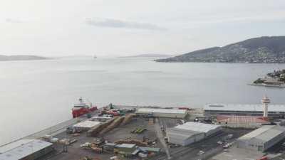 L'Astrolabe à quai à Hobart en drone