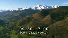 Chaîne enneigée des Pyrénées, la ville