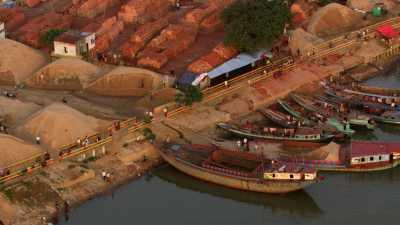 Port d'Amin bazar, briqueterie, sable