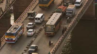 Circulation ralentie sur un pont