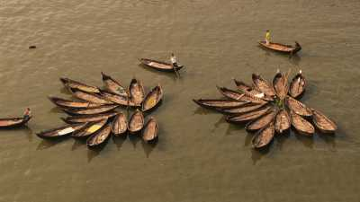 Barques de bois traditionnelles, Port Sadarghat