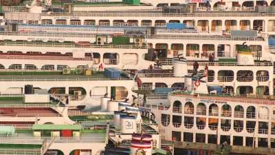 Grands bâtiments de passagers à Port Sadarghat
