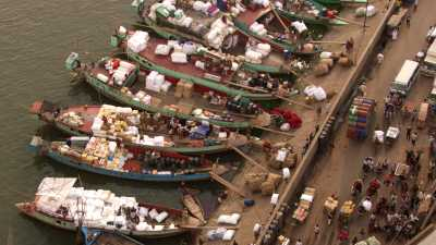 Chargement de barques à Port Sadarghat