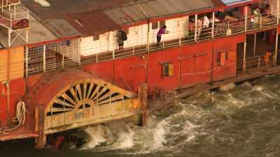 Bateau à aubes, Port Sadarghat