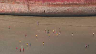 Navires à démanteler en bord de mer
