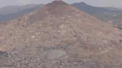 La ville et la montagne minière