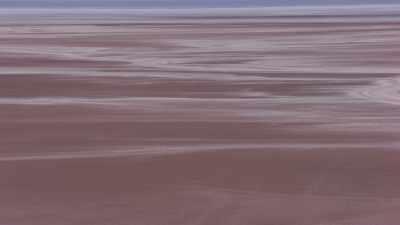 Survol du Salar, au loin des piles de sel