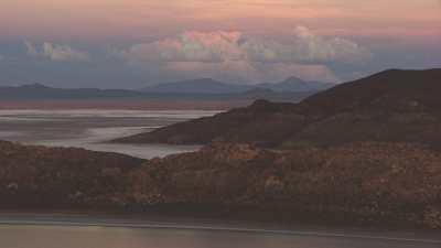 Coucher de soleil rose sur le Salar et Incahuasi