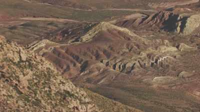 Paysages pierreux arides de montagne