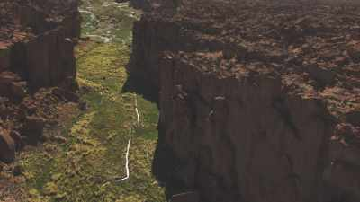 Verte vallée encaissée, canyon