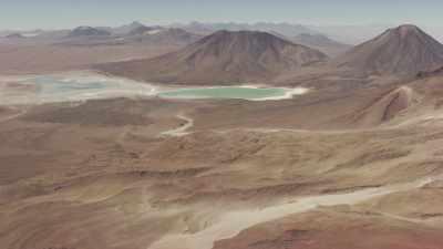Lac vert de Laguna Verde dans la mountagne