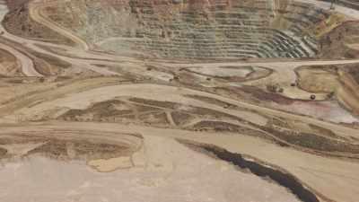 L'immense mine à ciel ouvert de San Cristobal