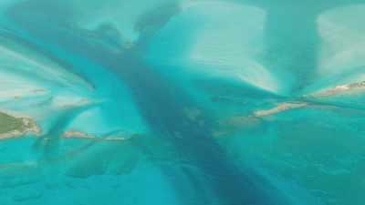 Eaux vertes peu profondes bancs de sable, îles vertes