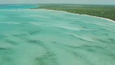 Chapelet d'îles et de plages, bateaux de plaisance