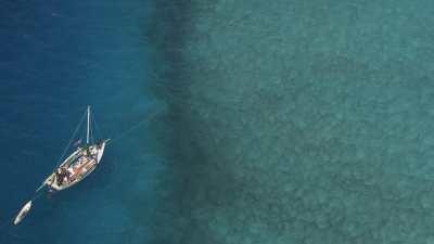 Petit voilier de pêcheurs de conques