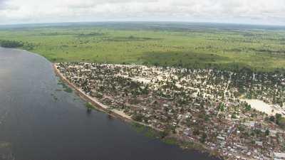 Mossaka, uniquement accessible par la rivière