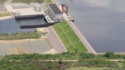 La et barrage d'Imboulou sur la rivière Lefini