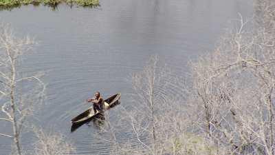 Pêcheur sur le barrage d'Imboulou