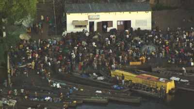 Pirogues marchandes de port d'Oyo