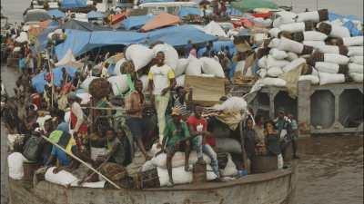 Barges sur le fleuve Congo