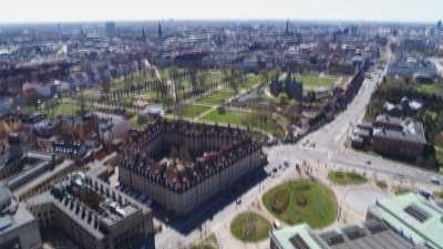 Eglise de Notre-Sauveur et centre ville