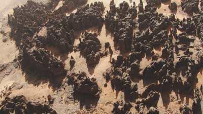 Formations rocheuses régulières dans le désert