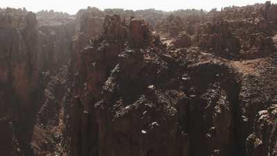 Intérieur du canyon et plans larges du désert