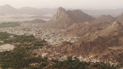 Survol de la ville de Djanet, match de foot et ruines
