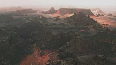 Le désert rouge du Tadrart,près de la frontière lybienne