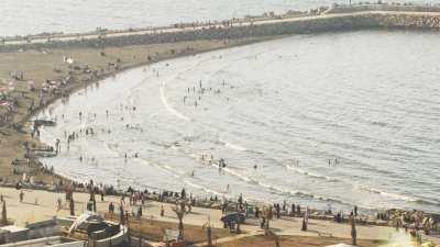 Foule et plage à Alger