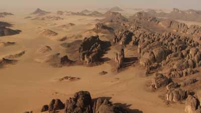Tombes Touaregs dans le désert rocheux de la région de Djanet