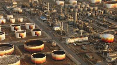 Gros plans de cuves, industrie pétrolière