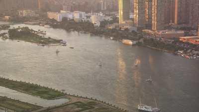 Le Caire au bord du Nil dans la lumière du soir