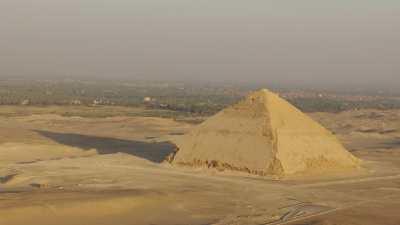 Pyramides de Dahchour, Pyramide Rhomboïdale