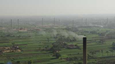 Usines et briqueteries sur les bords du Nil