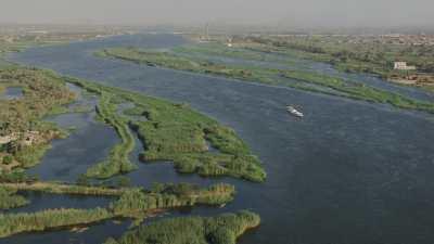 Usines et briqueteries sur les berges du Nil
