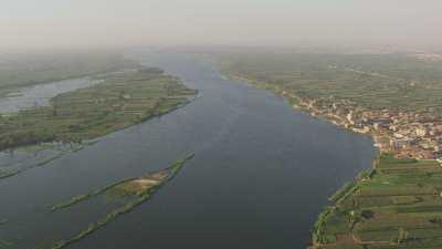 Les champs au bord du  Nil au sud du Caire