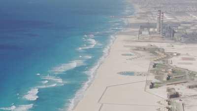 Complexe résidentiel, centrale électrique, plage de Sidi Krir