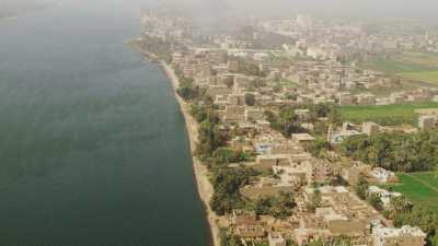 Rives du Nil et usine de canne à sucre