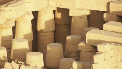Temples de  Thoutmosis III, Ramsès II, Karnak et allée des Sphinx