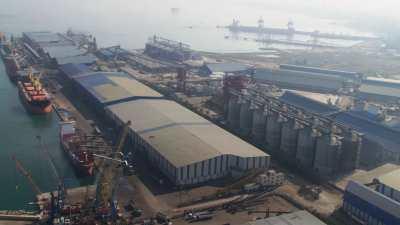 Port, porte-conteneurs et paquebots