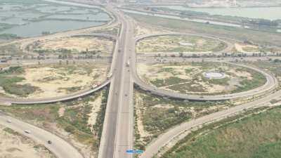 Routes et circulation près des usines