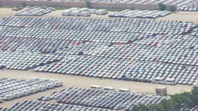 Porte-conteneurs dans le port industriel