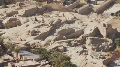 Assouan, survol de la ville, l'obélisque inachevé, le cimetière fatimide