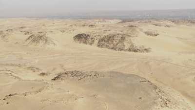 Route dans le désert près d'Assouan